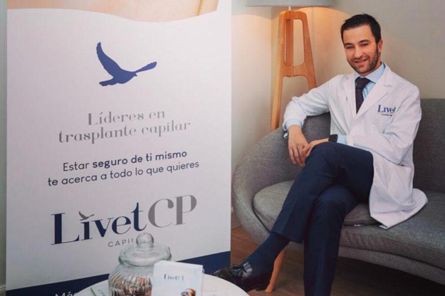 El Dr. Gómez Villar explica el trasplante capilar en El País.
