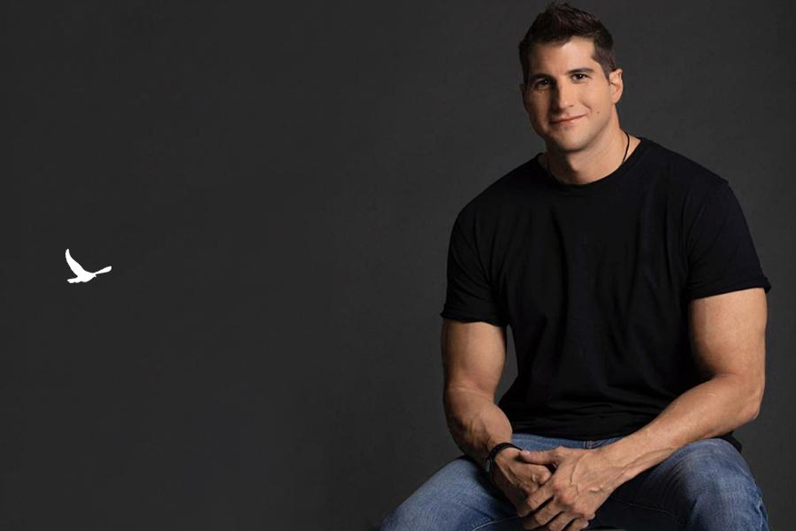 Julián Contreras se somete a un trasplante capilar en Livet